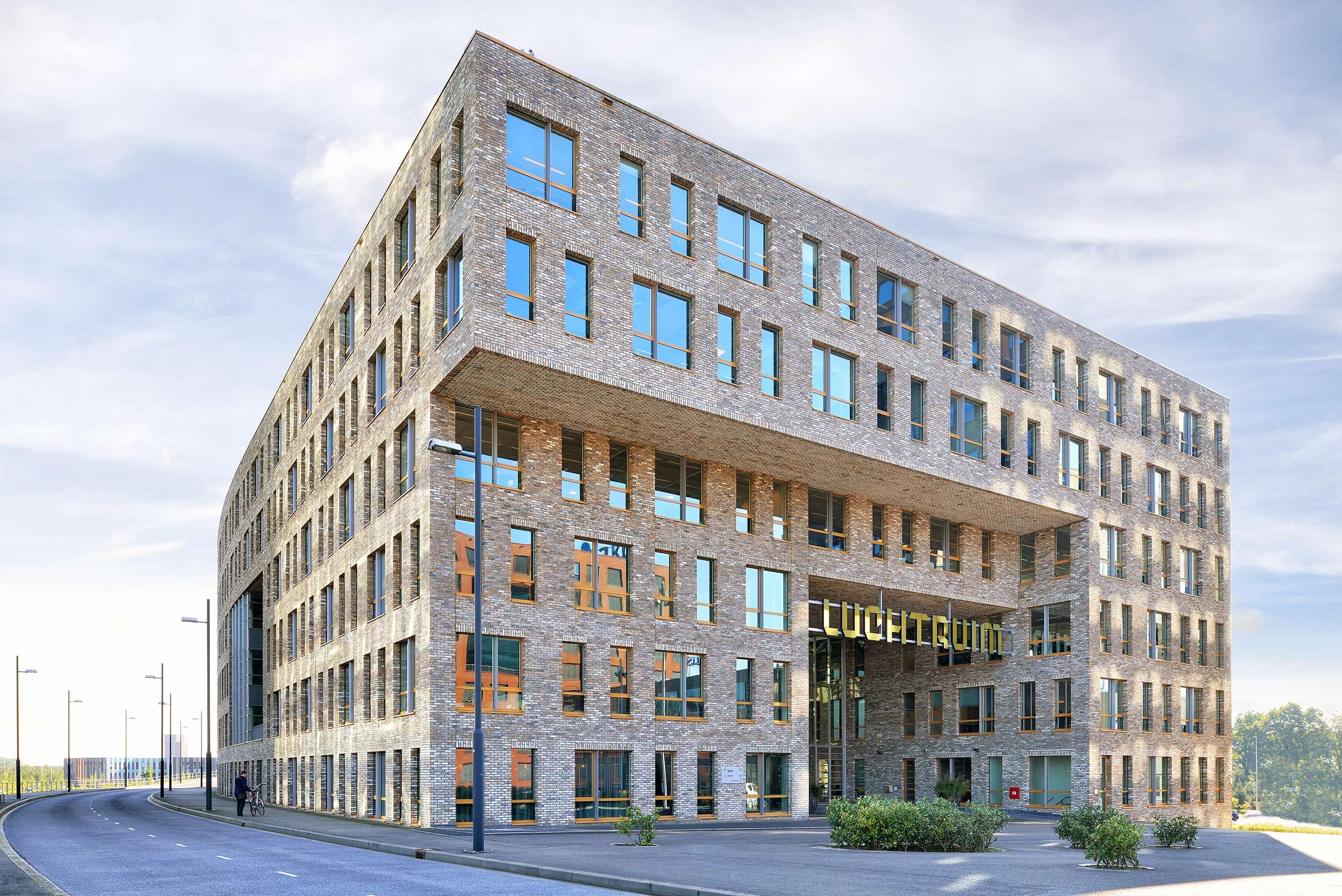 Luchtruim Eindhoven, kantoorgebouw - fotograaf Chiel de Nooyer, architectuurfotograaf