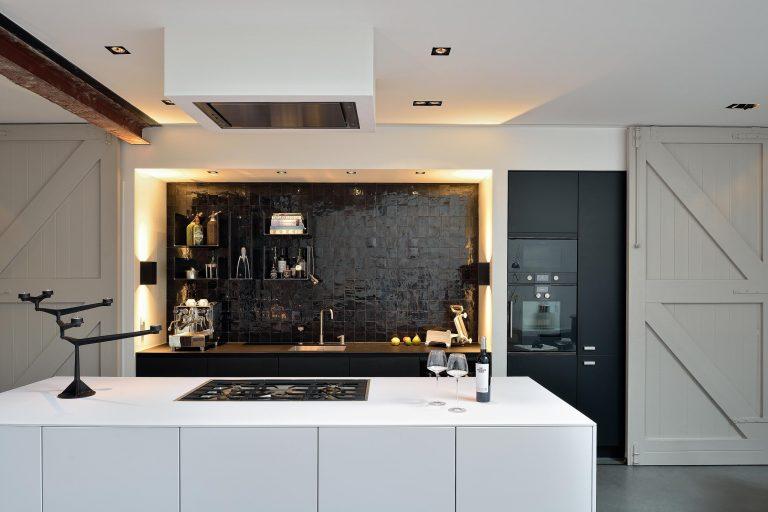 Keuken van Piet Boon in Tandwielenfabriek Amsterdam - interieurfotograaf Chiel de Nooyer