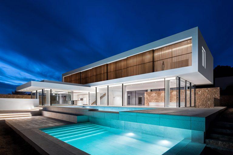 Architectuurfotograaf Chiel de Nooyer op Ibiza voor de fotografie van een nieuwbouw villa.
